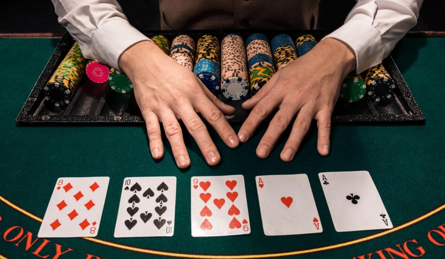 Rất nhiều người chọn Poker không chỉ để giải trí mà còn là nghề để kiếm sống.