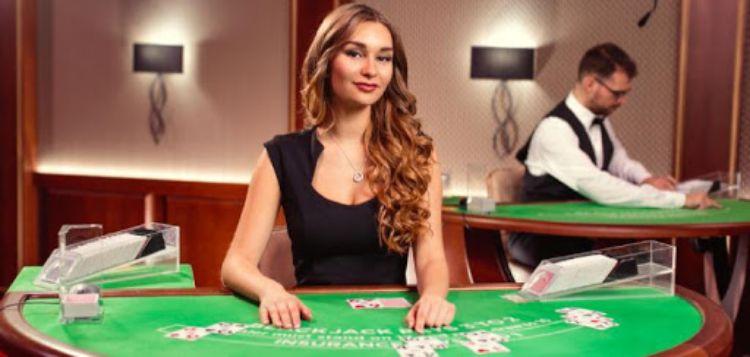 Học cách chia bài trong casino